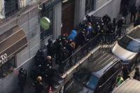 В центре Киева неизвестные захватили офис: очевидцы сообщили о взрывах
