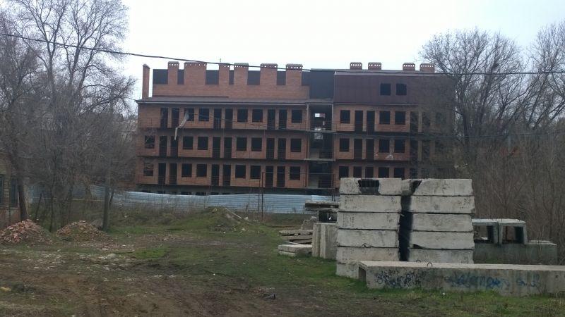 А этот недострой можно увидеть по адресу: улица Жизненная, 8.