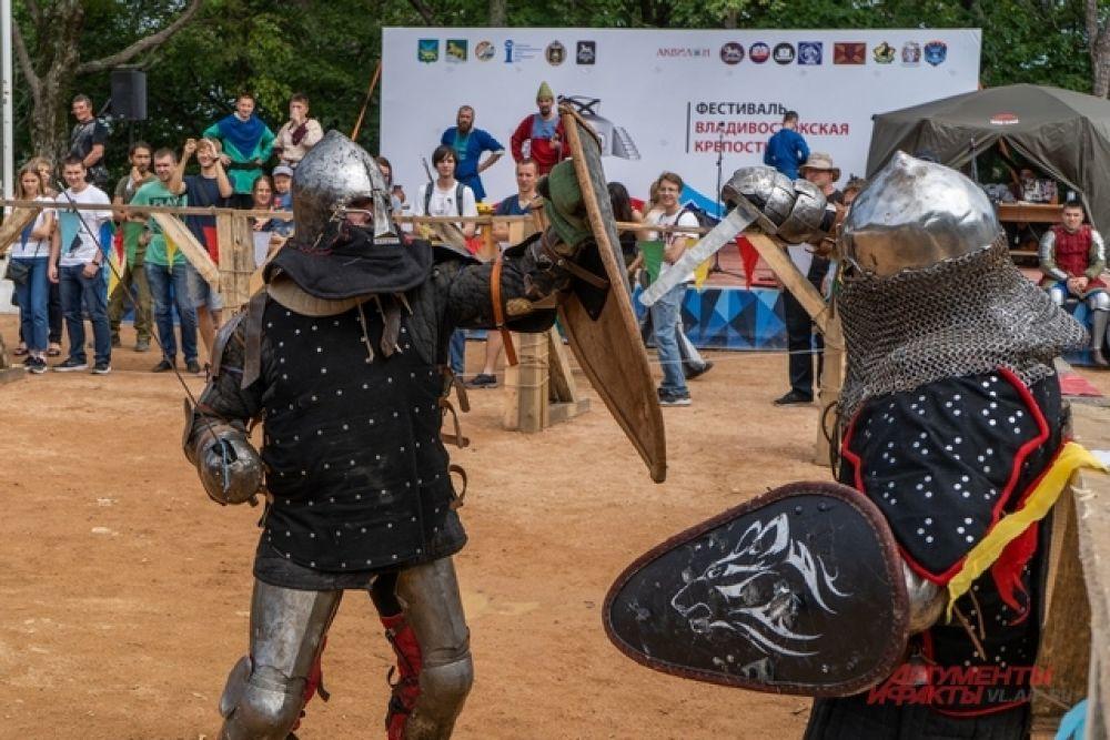 Средневековые бои требуют силы, изворотливости и сообразительности.