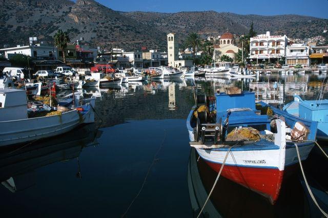 Паром стысячью пассажирами наборту зажегся вГреции