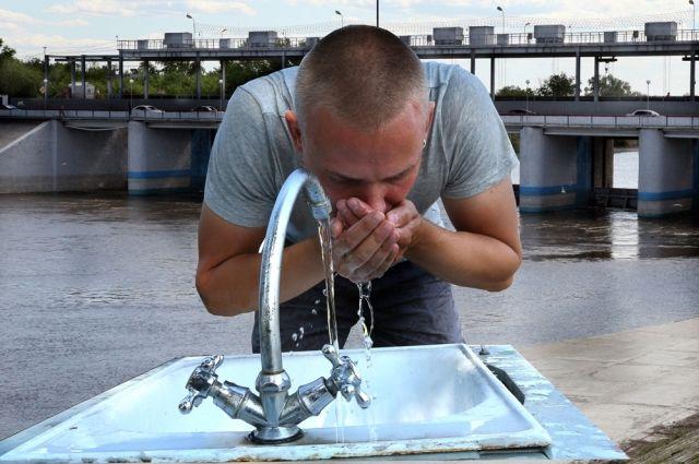 У нашей воды один недостаток - слишком холодная.