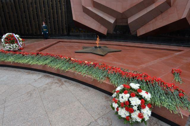 Венки и цветы возложат ко всем мемориалам