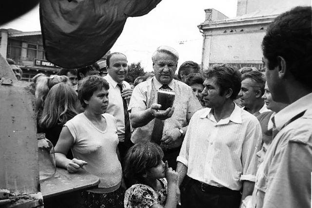Ельцин купил квасу на Светланской, выпил и сказал, что вкусно.