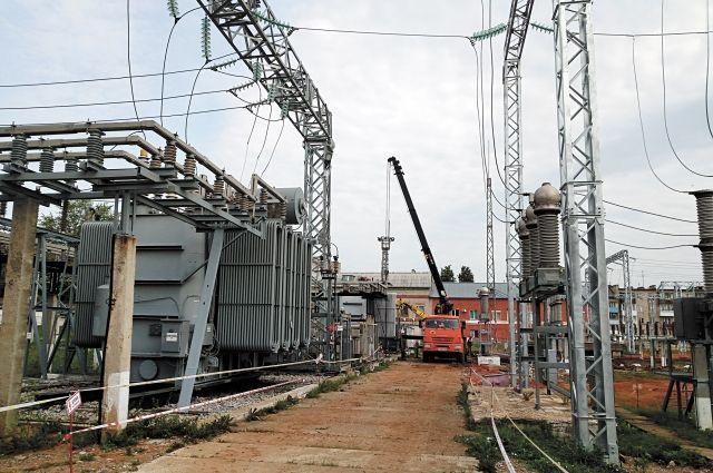 Сейчас на подстанции «Пермь» идёт реконструкция: меняют устаревшее оборудование, устанавливают новое, современное.