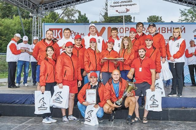В этом году 14 организаций Группы «ЛУКОЙЛ» выставили на гонки 19 мужских и смешанных команд.