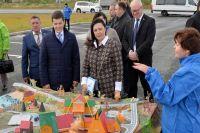 Дмитрию Артюхову в Лабытнанги показали макет музея, дороги и ветхое жилье