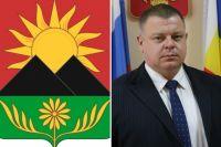 Герб города Гуково; председатель городской Думы – глава города Гуково Борис Трофимов