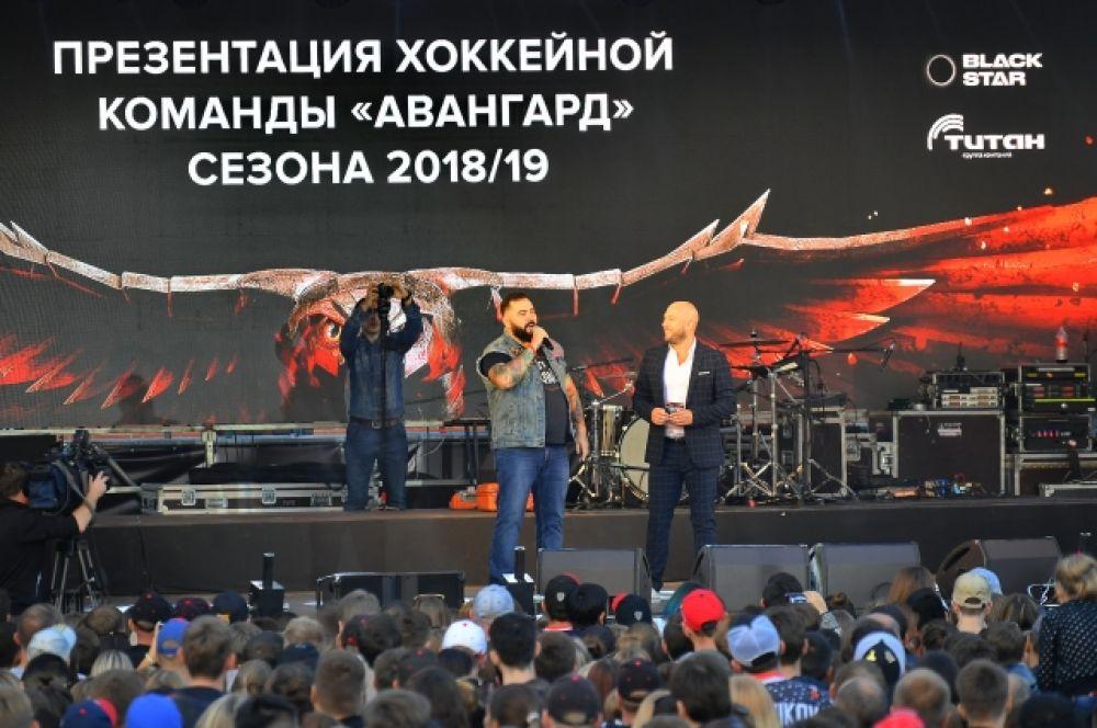 """Омич объявил о том, что отправляется в мотопробег по хоккейным городам России в поддержку """"Авангарда""""."""