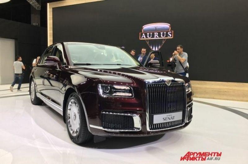 Самой интересной была, конечно же, демонстрация нового бренда Aurus. Его стенды занимали целый павильон, где стояли только две модели: седан и лимузин Senat.