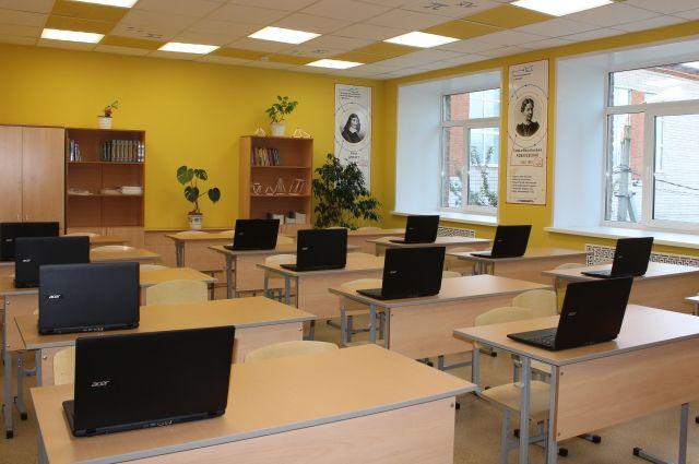 За несколько недель старая сельская школа по внутреннему оснащению классов точных наук и лабораторий, пожалуй, превзошла многие современные учреждения образования.