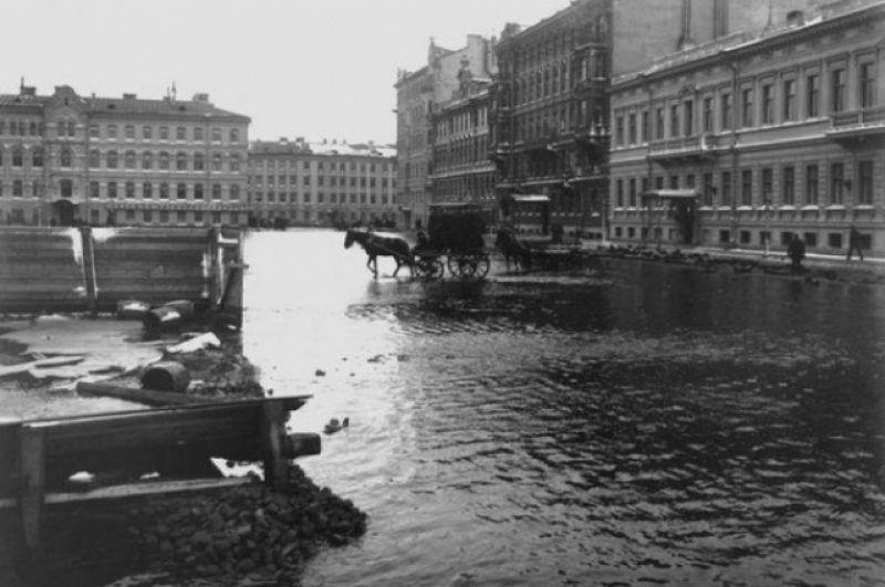 Театральная площадь. Последствия наводнения 1903 года.