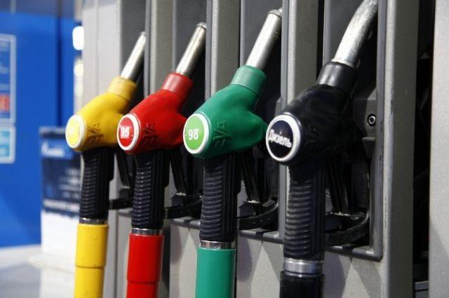 В Украине крупные сети автозаправок повысили цены на бензин