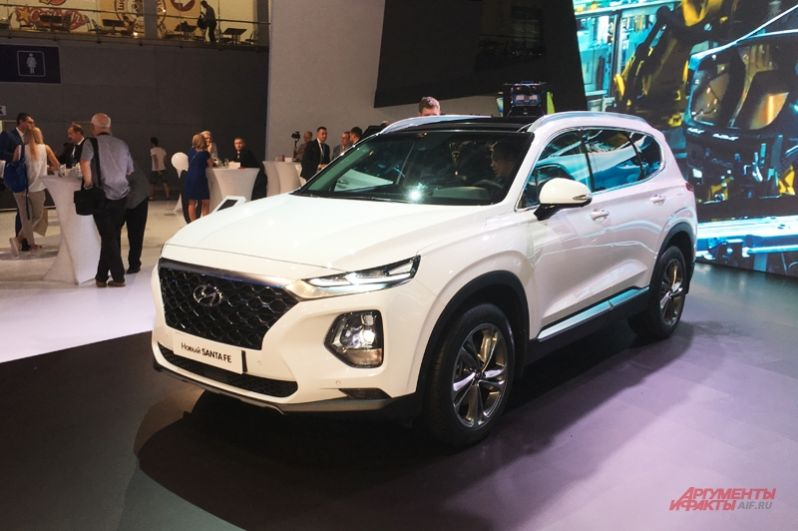 Hyundai выставил на ММСА два новых внедорожника, а именно четвертое поколение кроссовера Santa Fe и обновленный Tucson.