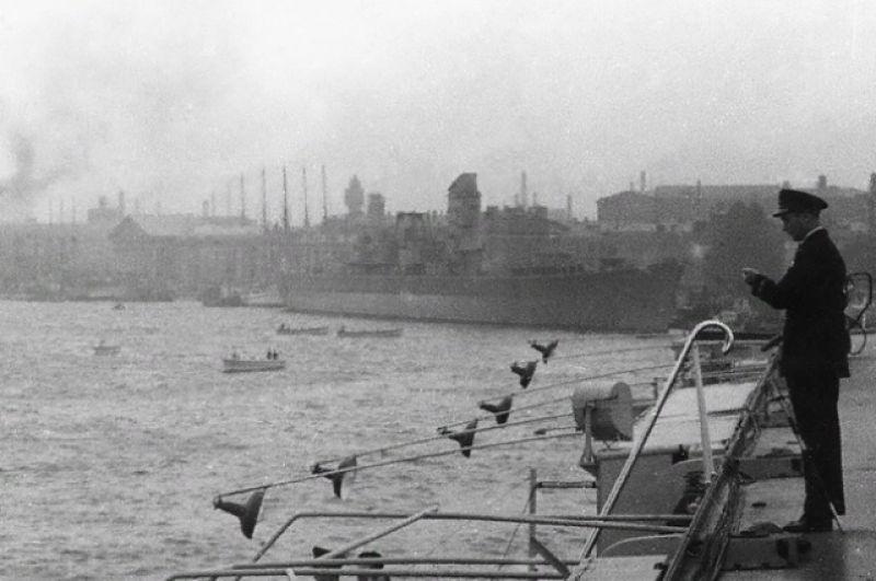 15 октября 1955 года стихия вновь продемонстрировала горожанам свой буйный характер. Той осенью вода в Неве поднялась почти на три метра - до 293 сантиметров выше нуля кронштадского футштока. После этого наводнения было принято решение приступить к работе по созданию дамбы.