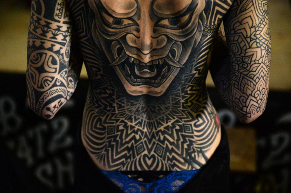 Участница 7-го Сибирского фестиваля татуировки в Новосибирской области.