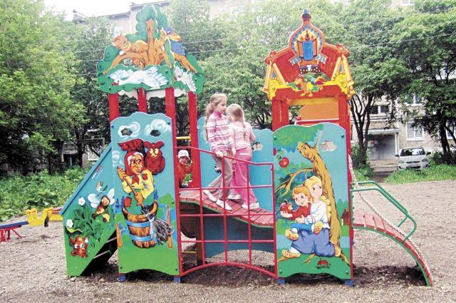 Новые спортивные и детские площадки востребованы жителями, на них с удовольствием активно отдыхают и занимаются дети и взрослые.