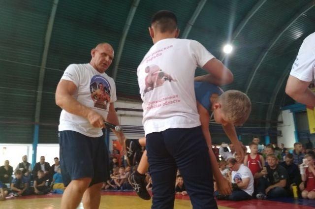 В спортивной школе собрались спортсмены со всего Кузбасса.