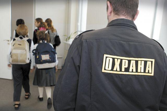 В краевой столице обратят особое внимание на лицензирование охранных предприятий, которые работают в образовательных учреждениях.