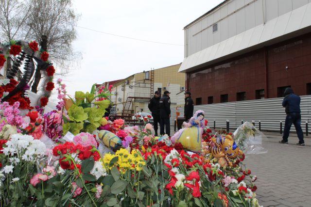 Пожар в «Зимней Вишне» стал одним из 4 крупнейших пожаров в России за последние 100 лет. Трагедия унесла жизни 60 человек.