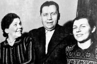 Наума Эйтингон с Ольгой Наумовой и Зоей Зарубиной, 1950 г.