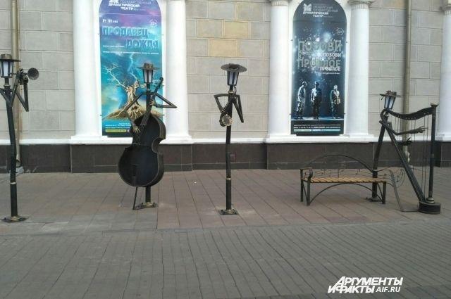 Оренбург украсили габионы и «оркестр» фонарей.
