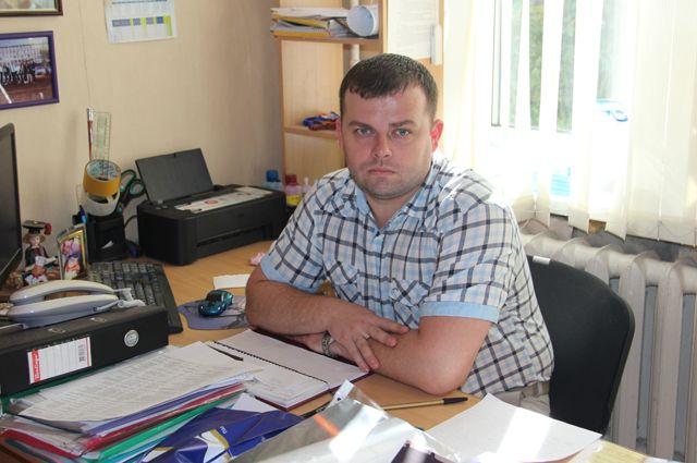 Артём Леонидович Наумов считает педагогику своим призванием. Он легко расстался с министерской должностью и ушёл в школу.