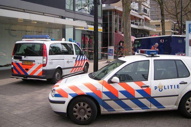 Неизвестный напал с ножом на посетителей вокзала в Амстердаме