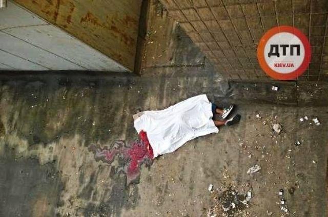 В Киеве возле общежития столичного вуза обнаружили труп студента