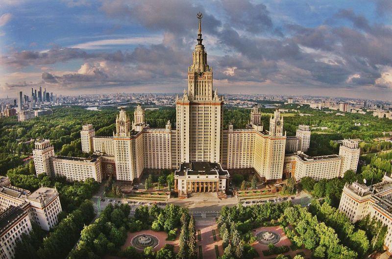 Главное здание МГУ, вид с воздуха. 2015 год.