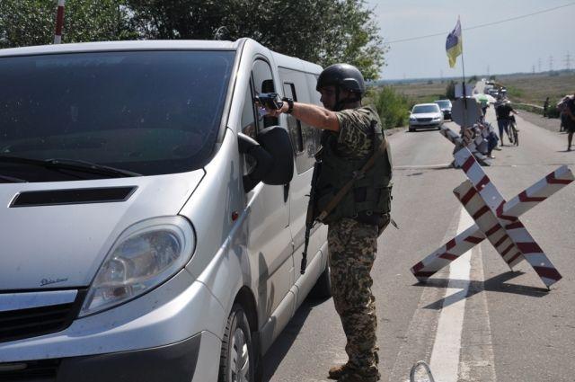 Наемники «ДНР» выпускают людей выборочно: КПВВ работают в штатном режиме