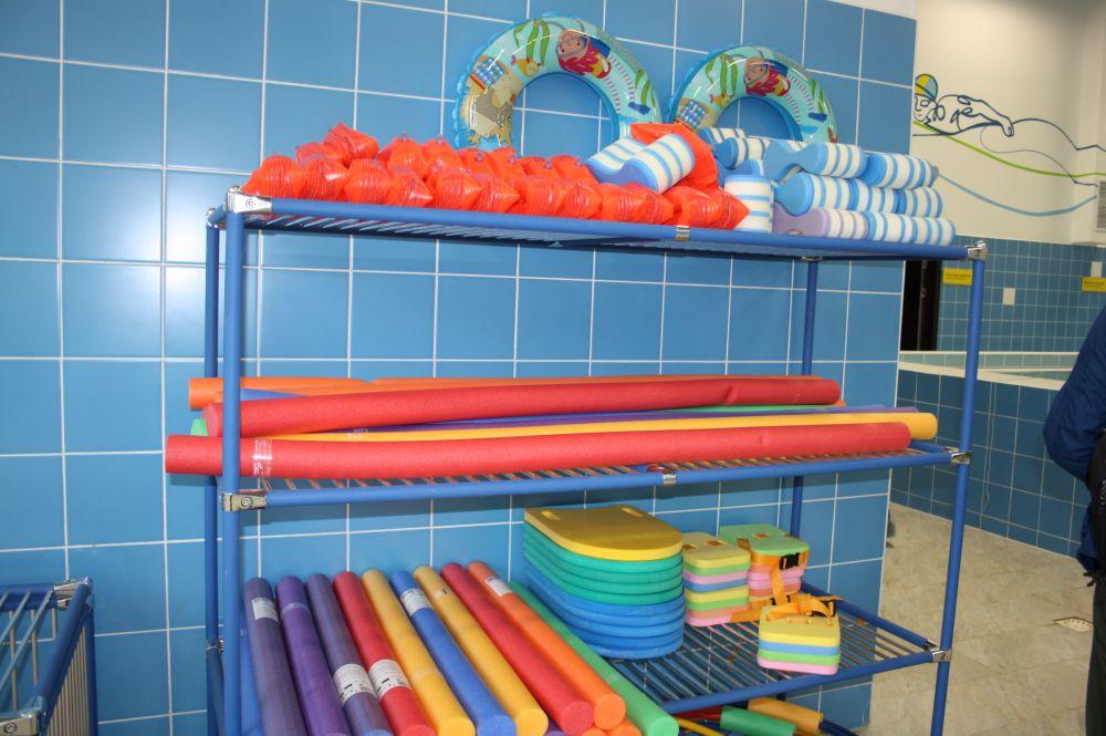 Оборудования для плавания. Им в школе будут заниматься все и бесплатно.