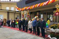 Александр Моор подарил новой школе в Ишимском районе автобус