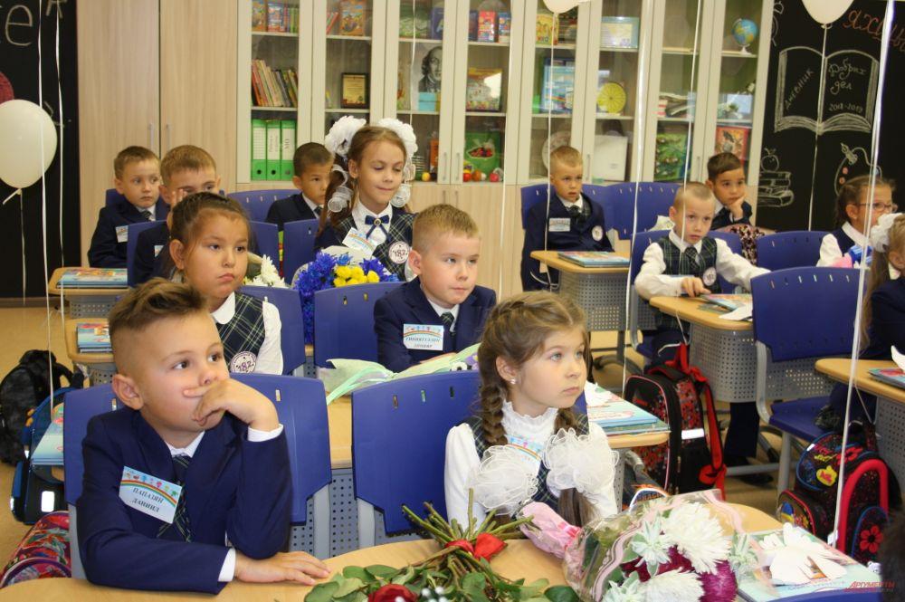 Первоклашки получили в свой первый школьный день Дневники добрых дел.