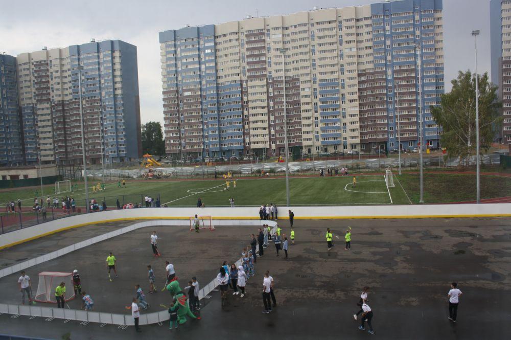 Школьная спортивная площадка.