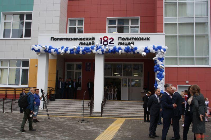 Школа - типовая, такие теперь будут сдавать в Казани.