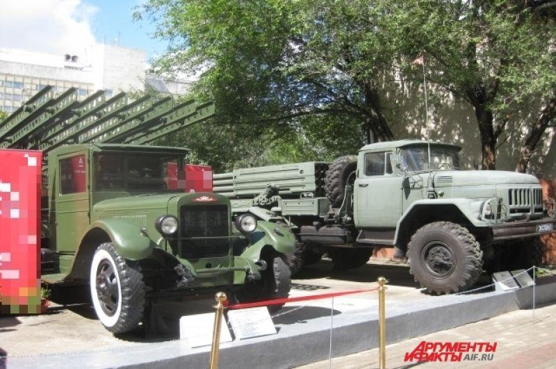 Автомобиль БМ-13 — советская боевая машина реактивной артиллерии.