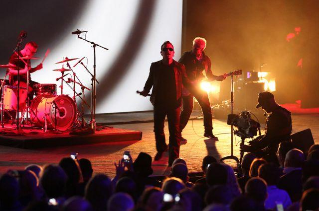 Вокалист U2 потерял голос вовремя выступления
