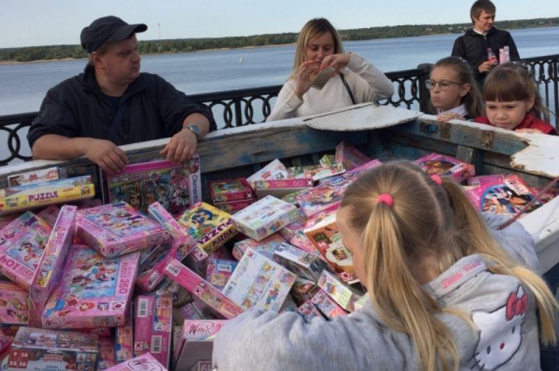 В конце праздника детям раздали подарки.