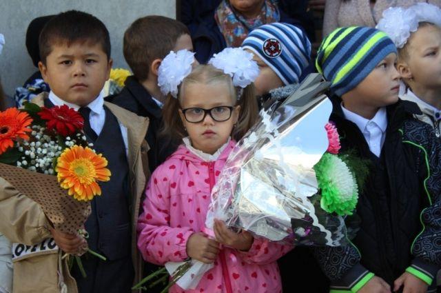В школах Ноябрьска учебный год начался для 1400 первоклассников