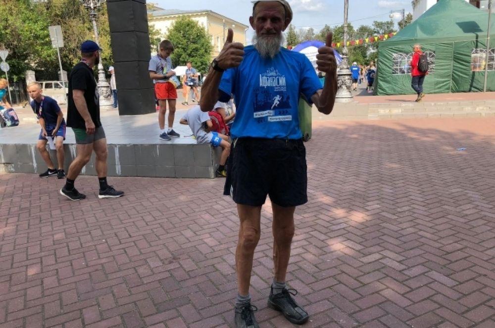 69-летний участник марафона Владимир Герасимов прошел 10 км