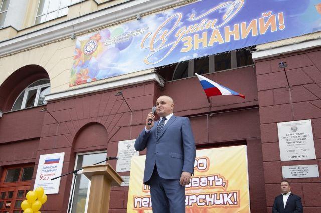 Среди известных выпускников КузГТУ - глава Кемерова Илья Середюк.