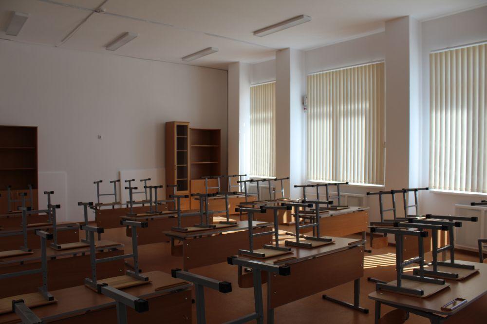 Каждый кабинет вмещает 25 учеников.