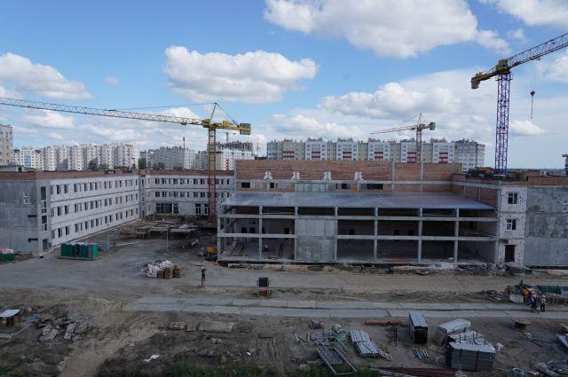 Самую большую школу-новостройку региона достроят к 1 сентября 2019 года.