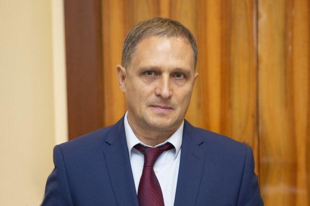 Валерий Догадов родился в 1961 году в Ленинске-Кузнецком.