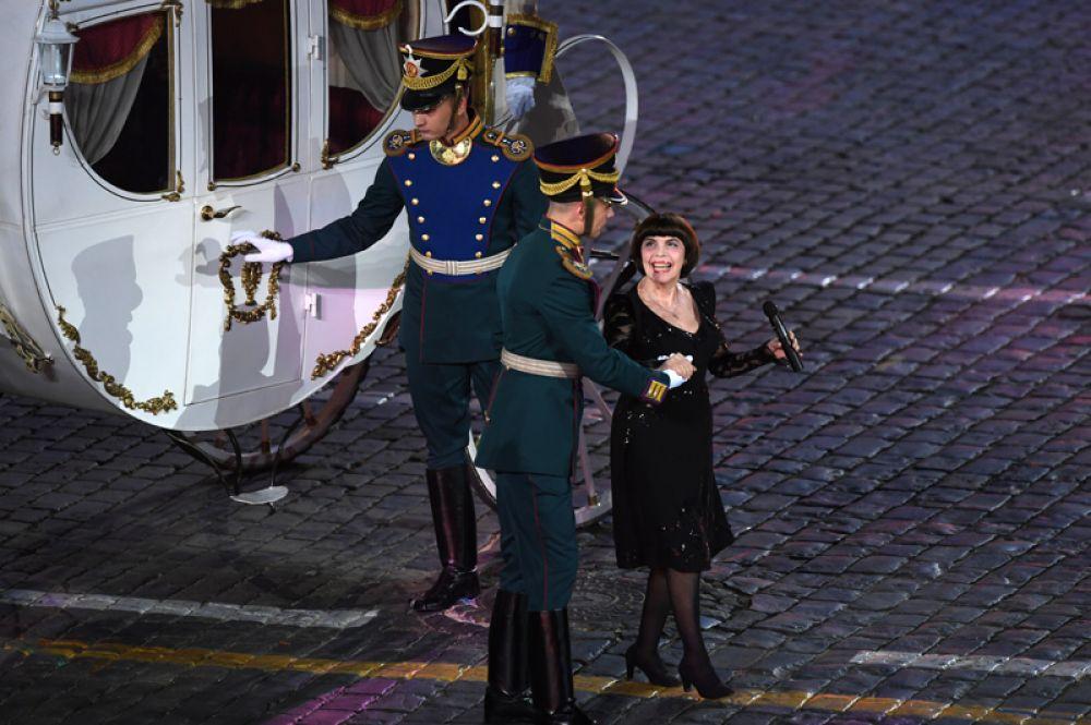 Французская певица Мирей Матье.