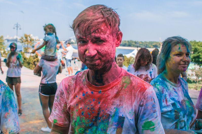 Красочный забег смог поднять настроение каждому участнику.