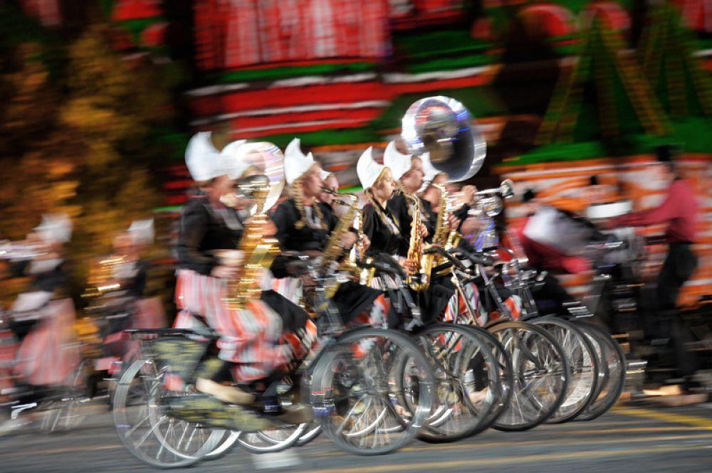 Оркестр на велосипедах «Крещендо».