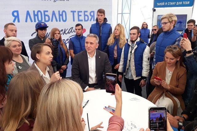 Александр Моор рассказал о благоустройстве и вручил награды волонтерам