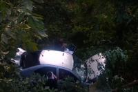 В Черновцах угонщик авто, убегая от полиции, слетел с моста в овраг