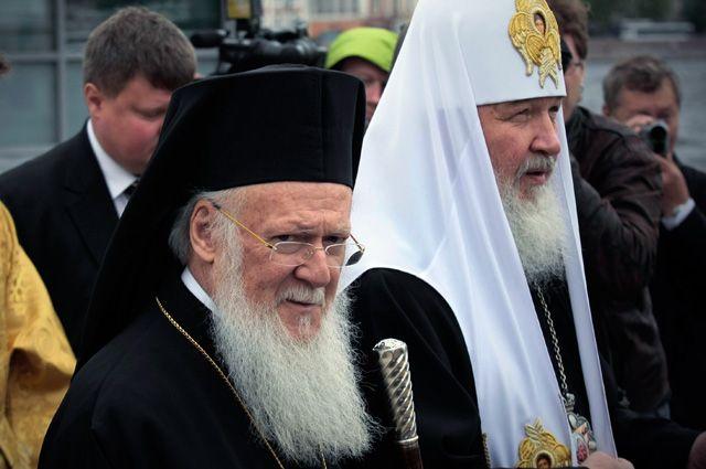 Патриарх Константинопольский Варфоломей и Патриарх Московский и всея Руси Кирилл (слева направо).